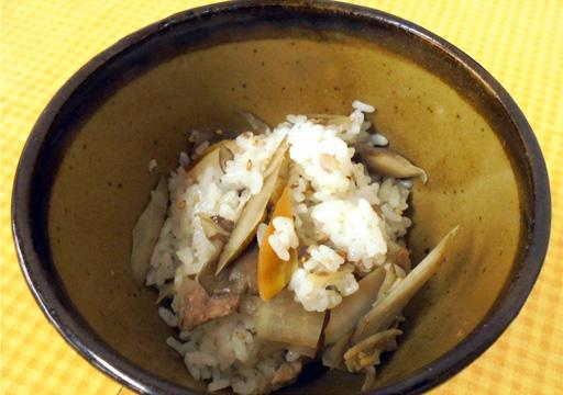 秋刀魚ときのこ、根菜の混ぜごはん