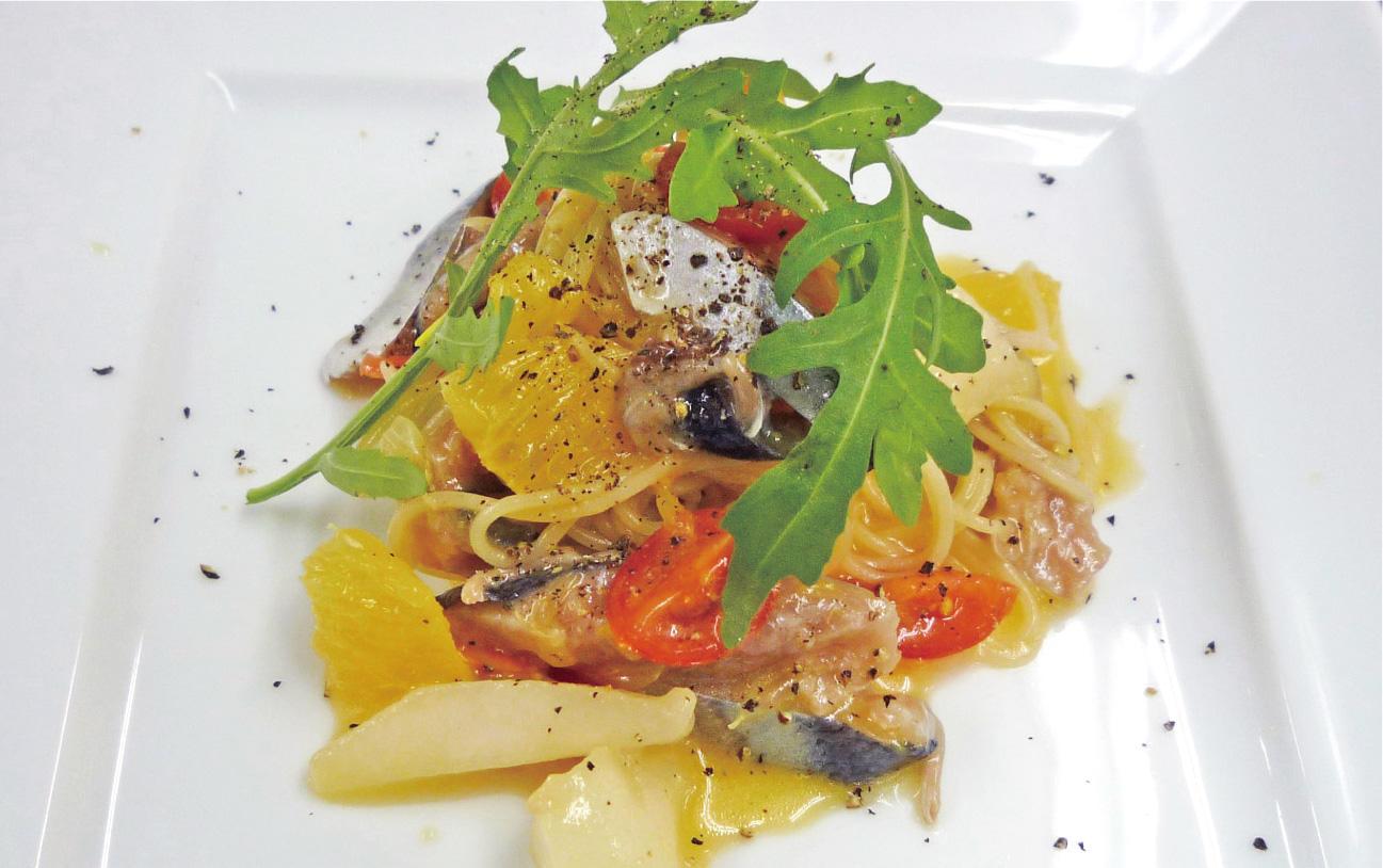 秋刀魚のカペリーニ 野菜とフルーツ和え