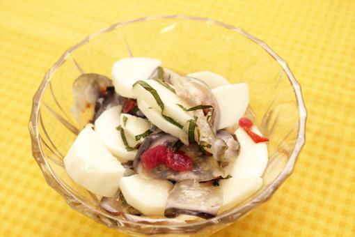 氷頭の梅ナガイモ和え