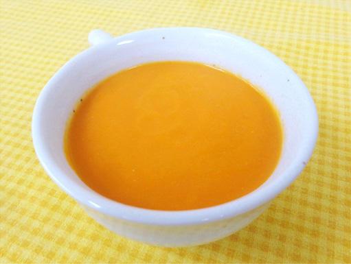 雪の下人参スープ