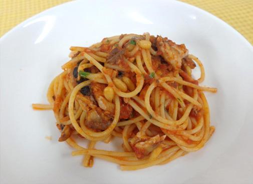 スパゲッティ いわしとセロリのトマトソース